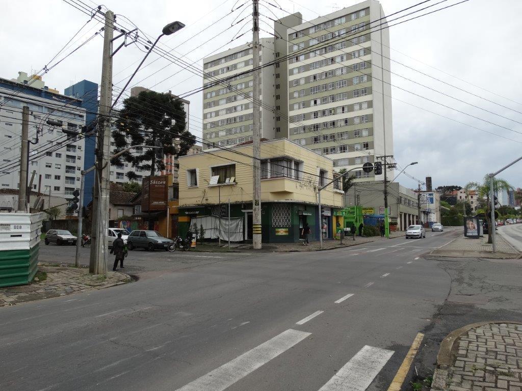 Prédio em Cristo Rei, Curitiba - PR
