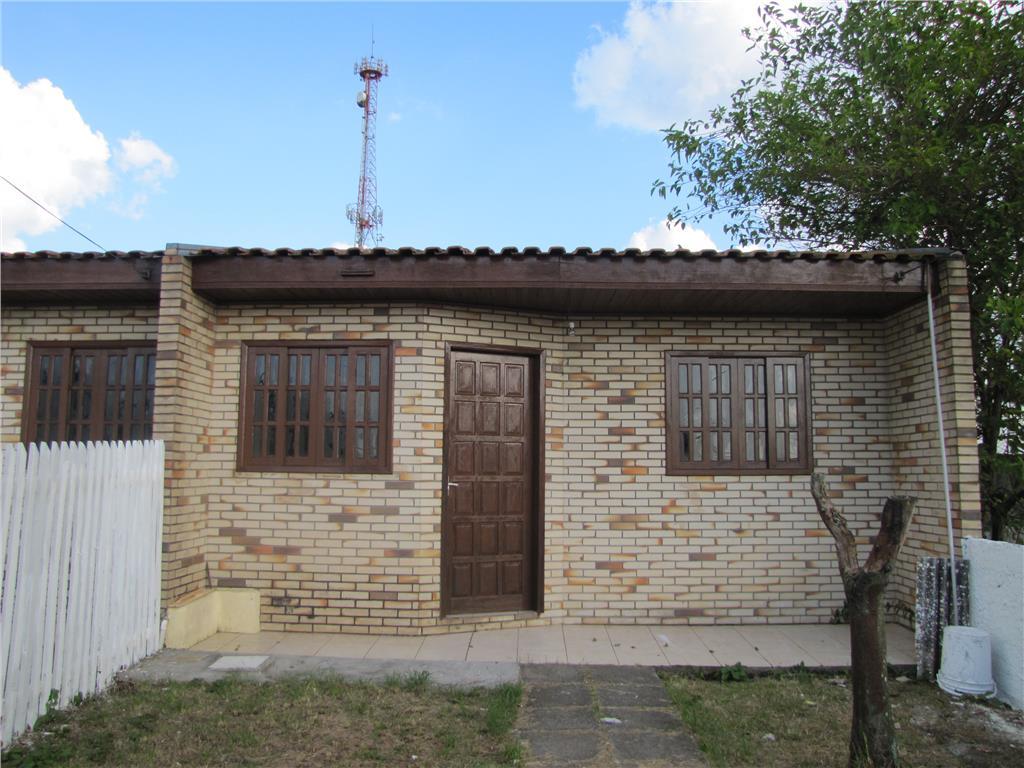 Casa  Mista, sozinha no terreno, quintal amplo, 2 dorm. no B