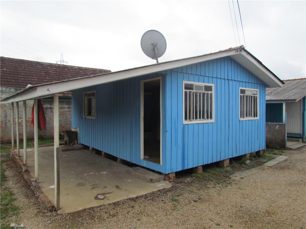 Residência muito bem localizada, em madeira e condomínio, 2