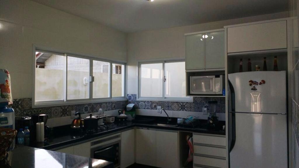 Metta Imobiliária - Casa 4 Dorm, Cacupé (CA0440) - Foto 13