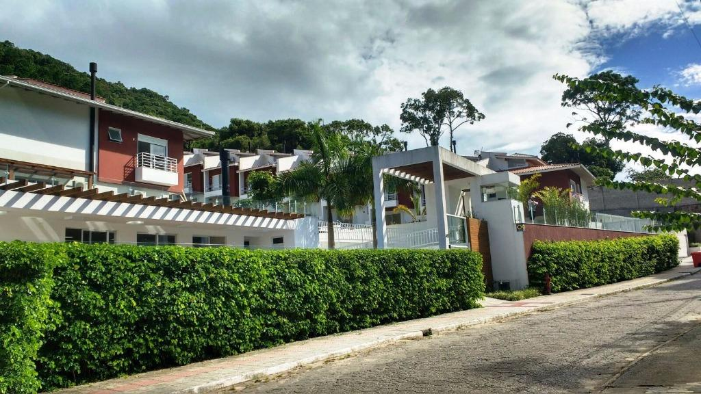 Casa 3 Dorm, Sambaqui, Florianópolis (CA0403)