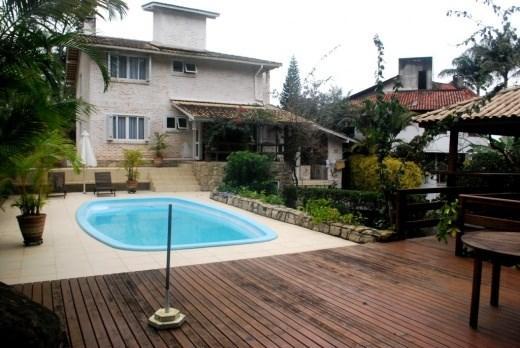 Metta Imobiliária - Casa 3 Dorm, Sambaqui (CA0101)