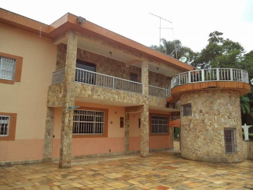 Casa de 961m² com 6 dorms c/ 3 suites no Praia Vermelha em Diadema, SP.