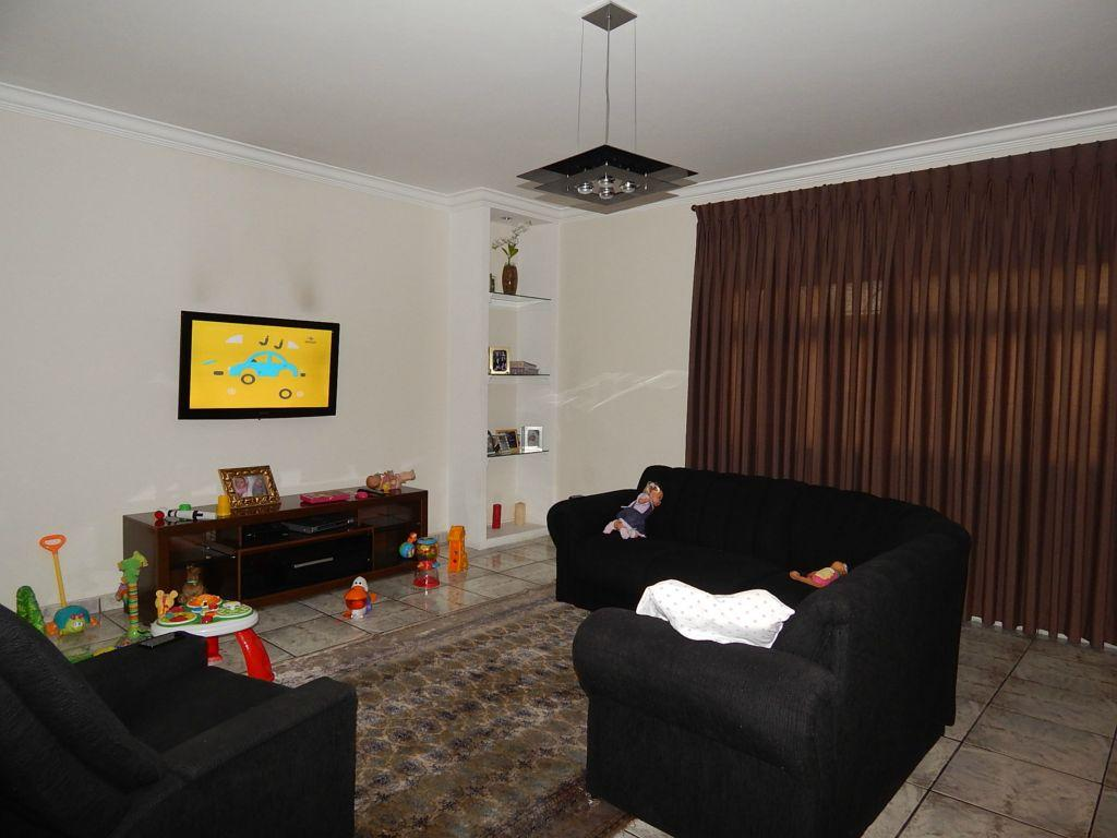 Ótimo sobrado com 440m², 4 dormitórios (3 suítes), garagem para 5 carros, em Mauá!
