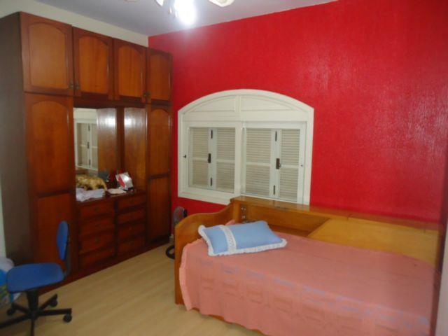 Casa de 3 dormitórios em Centro, Esteio - RS