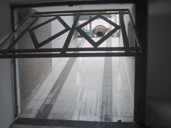 Prédio em Vila Santa Isabel, São Paulo - SP