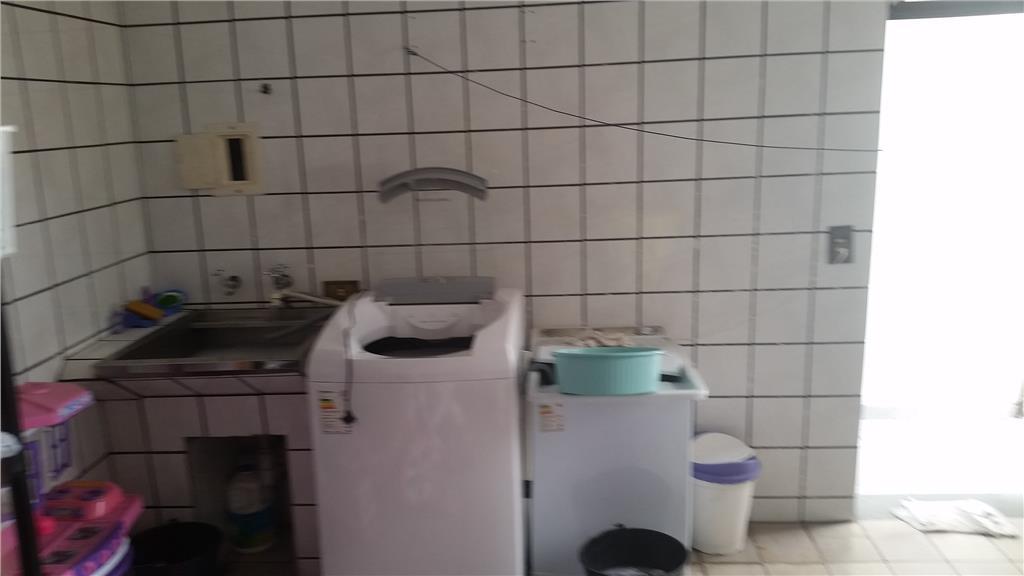 Sobrado de 3 dormitórios em Vila Carmosina, São Paulo - SP