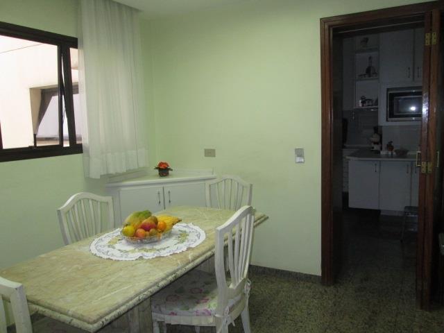 Cobertura de 4 dormitórios em Vila Regente Feijó, São Paulo - SP