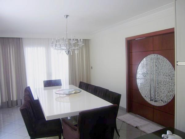 Sobrado de 5 dormitórios em Vila Carrão, São Paulo - SP