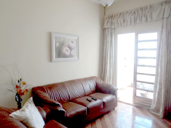 Casa de 4 dormitórios em Vila Canero, São Paulo - SP