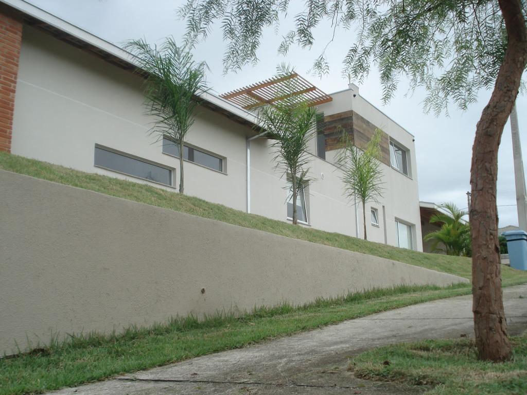 Casa em Condomínio! Moderna, Segura e imersa na Natureza!