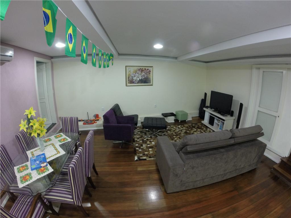 Casa de 3 dormitórios em Azenha, Porto Alegre - RS