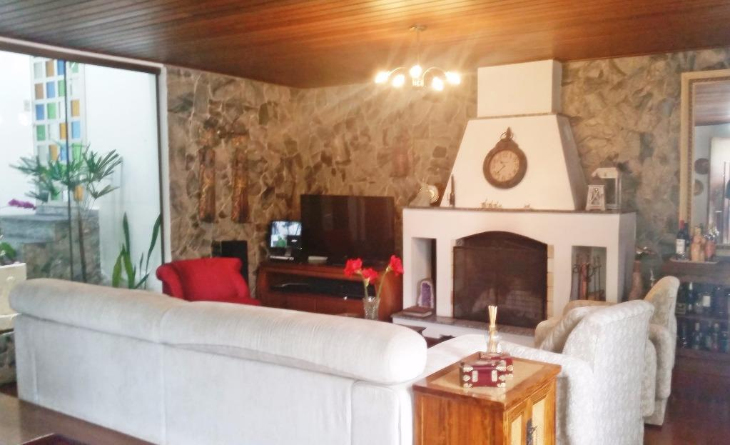 Casa de 4 dormitórios à venda em Medianeira, Porto Alegre - RS