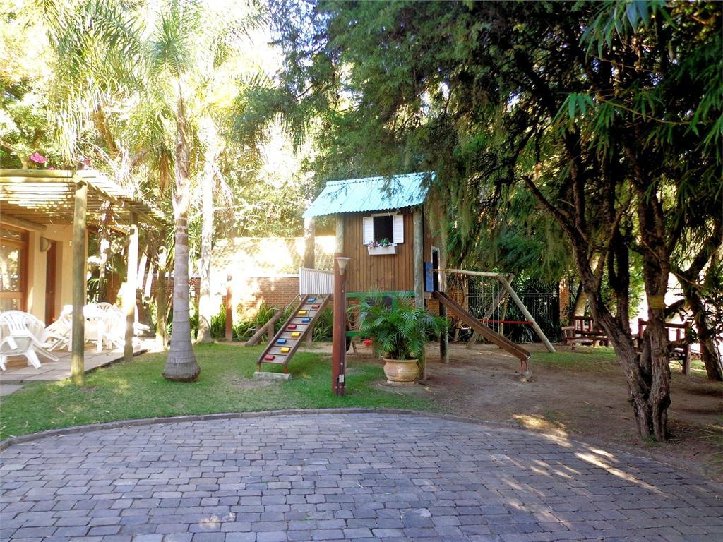 Casa de 4 dormitórios em Pedra Redonda, Porto Alegre - RS