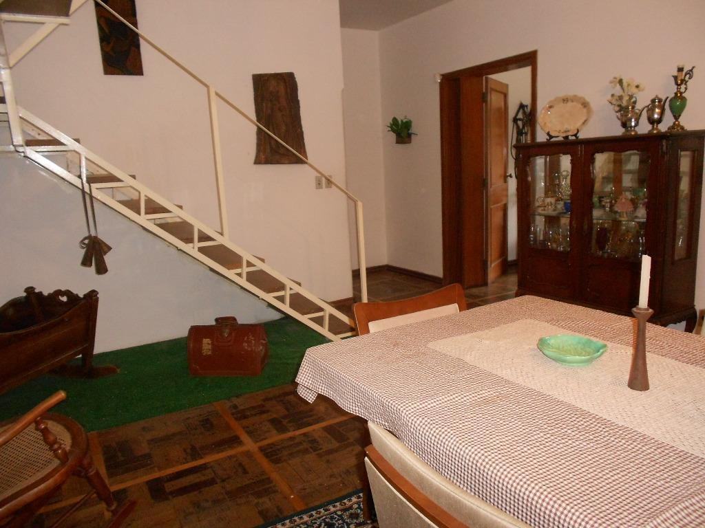 Casa de 4 dormitórios em Menino Deus, Porto Alegre - RS