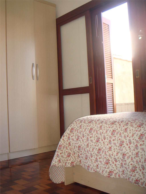 Casa de 2 dormitórios em Azenha, Porto Alegre - RS