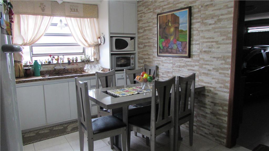Casa de 6 dormitórios em Medianeira, Porto Alegre - RS