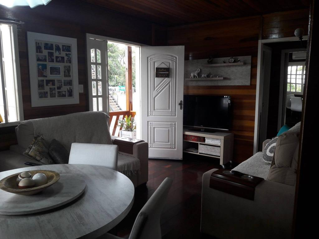 Casa de 3 dormitórios em Restinga, Porto Alegre - RS