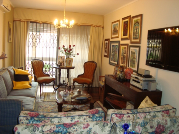 Casa de 3 dormitórios em Rio Branco, Porto Alegre - RS