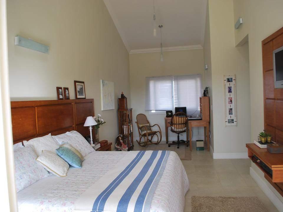 Casa de 4 dormitórios em Vila Jardim, Porto Alegre - RS