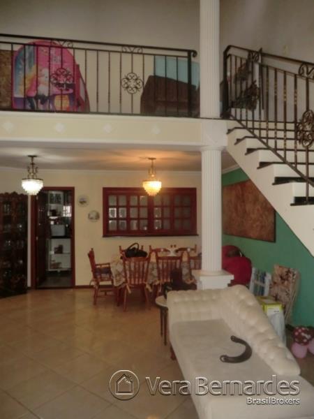 Casa de 4 dormitórios em Guarujá, Porto Alegre - RS