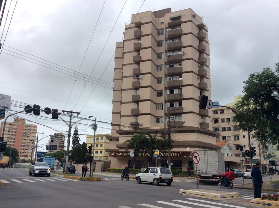 Apartamento residencial à venda, Centro, Itajaí. de AMDG Imóveis.'