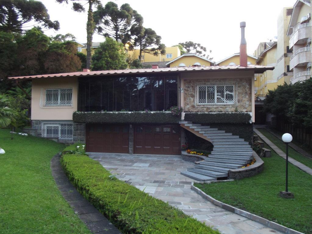 Casa de 5 dormitórios em Centro, Canela - RS