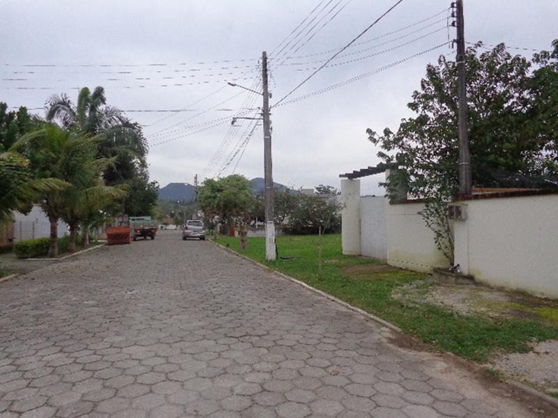 Terreno em condomínio fechado, a 2 km da praia de Balneário  de Viva BC Imóveis.'