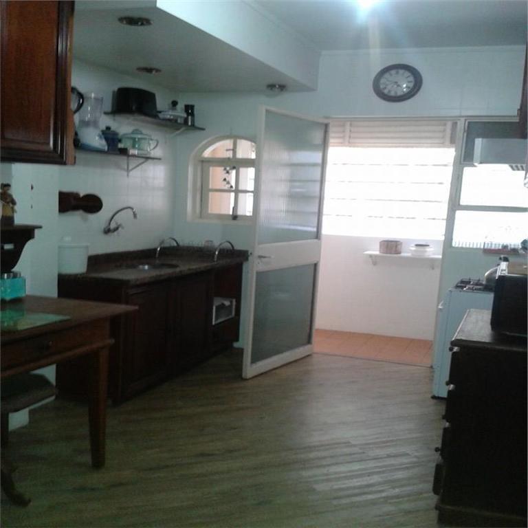 Apartamento à venda no bairro São João em Porto Alegre. de Imobiliária Grenal