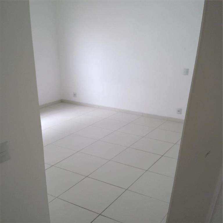 Apto para locação, 2 dormitórios, 1 vaga de garagem.