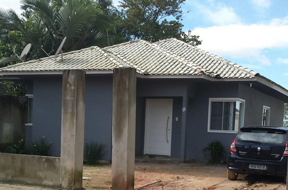 Casa com 3 dormitórios, sendo 2 suítes, piscina e hidromassagem
