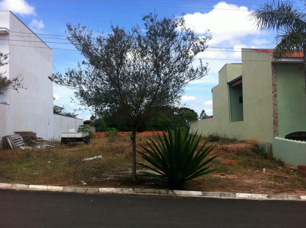 Belo terreno em condomínio Village Campo Novo