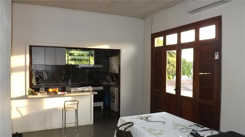 Casa  residencial com ponto comercial para venda e locação,  de Roraima Imóveis Consultoria e Construções.'