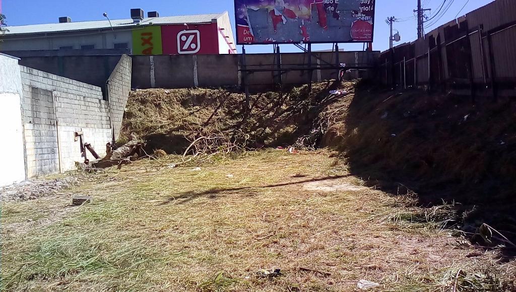 Vende -se este terreno com projeto de construção