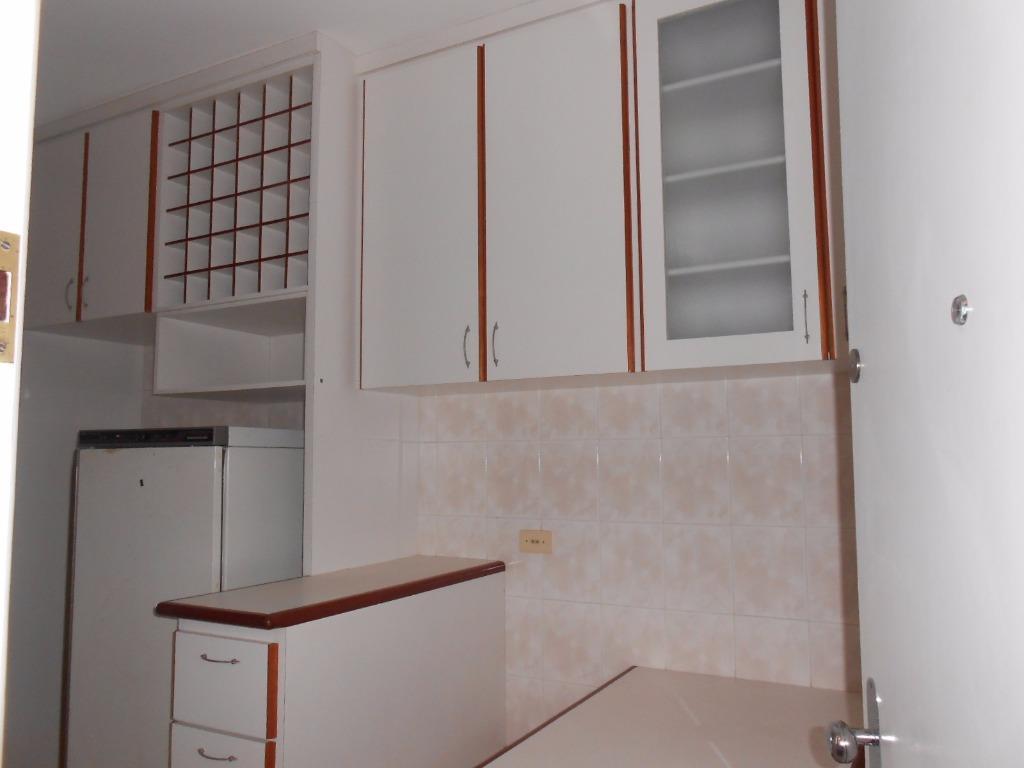 Apartamento de 3 dormitórios em Vila Adyana, São José Dos Campos - SP