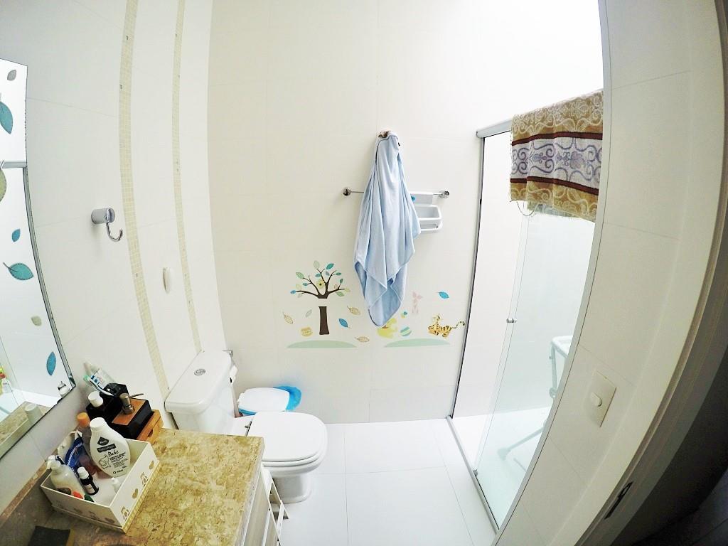 Sobrado de 3 dormitórios em Chácara Das Pedras, Porto Alegre - RS
