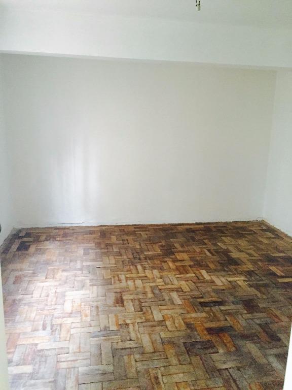 Kitnet de 1 dormitório em Vila Ipiranga, Porto Alegre - RS