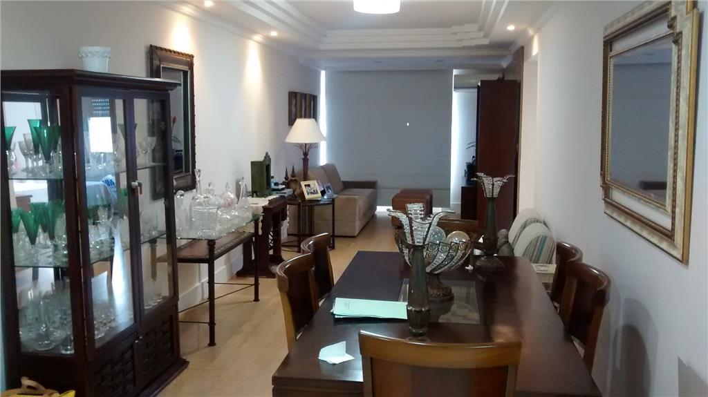 Apto 2 dormitorios (suite) + DP empregada. Otima local Gonza...