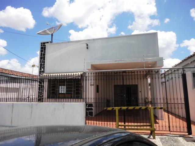 Casa 5/4, 2 suítes, Centro, 400m², 880 Mil de Buscar Assessoria Imobiliária.'