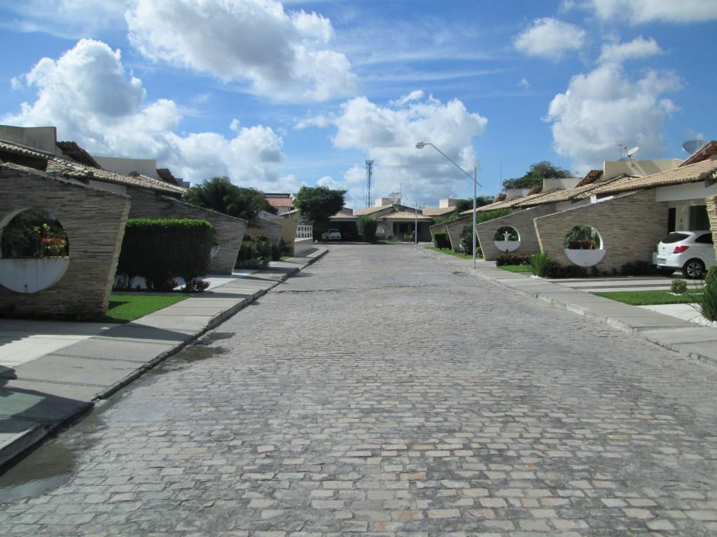 Casa 4/4, 2 suíte, Brasilia, 300m², 780 Mil de Buscar Assessoria Imobiliária