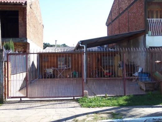 Casa de 01 dormitório, com opção pra 02. A casa possui sala e cozinha integrada, piscina, pátio para 2 à 3 carros e portão eletrônico.
