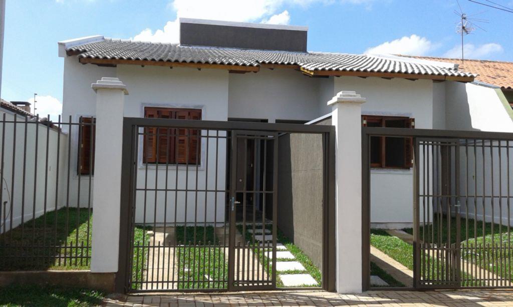 Casa térrea,com 2 dormitórios, sala, cozinha, banheiro, pátio e garagem para 1 carro.