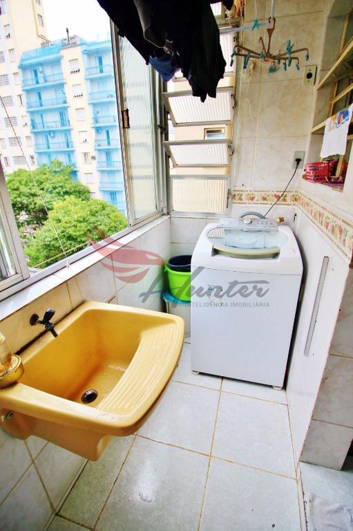 Apartamento muito AMPLO de 3 dormitórios de frente na Desembargador André da Rocha!   Localização privilegiada, a segurança de um apartamento e a sensação . (Clique para ver)