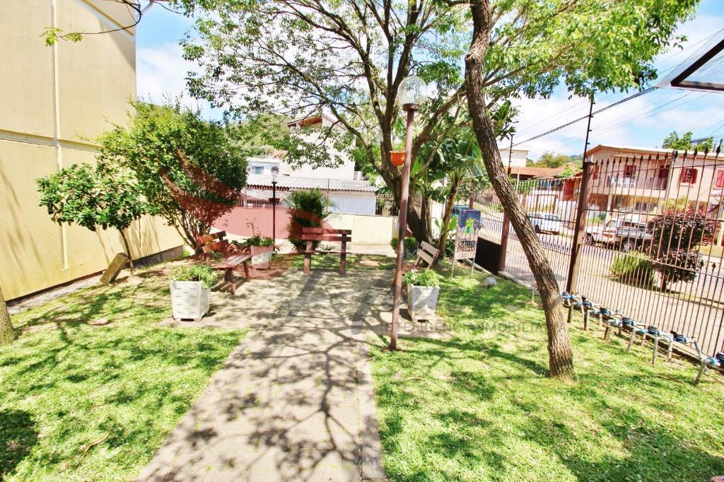 Excelente sobrado de 2 dormitórios com possibilidade de transformar em 3 ou 4 dormitórios no bairro Tristeza na Zona Sul de Porto Alegre.  São 3 pavimentos distribuídos da seguinte forma: 1º - Entrada para o living, cozinha e área de servio com pátio coberto.  2º Dormitório, banheiro social e espaço para gabinete (possibilidade de transformar em dormitório)  3º Dormitório e um amplo espaço que pode ser aproveitado como sala de jogos, cinema e até mesmo como outro dormitório.  1 Vaga de garagem COBERTA e ESCRITURADA.   No condomínio temos um playground e área para chimarrão.  Salão de festas com churrasqueira e churrasqueiras abertas.  Excelente localização: 800m da Av. Otto Niemeyer 1km do Zaffari Cavalhada 1,8 km da Wenceslau Escobar e Zaffari da Otto Niemeyer. 2,3 km do Shopping Paseo Zona Sul  Atendimento também via WhatsApp com Evandro Junqueira Filho: (51-8424.3082 Tim / WhatsApp)