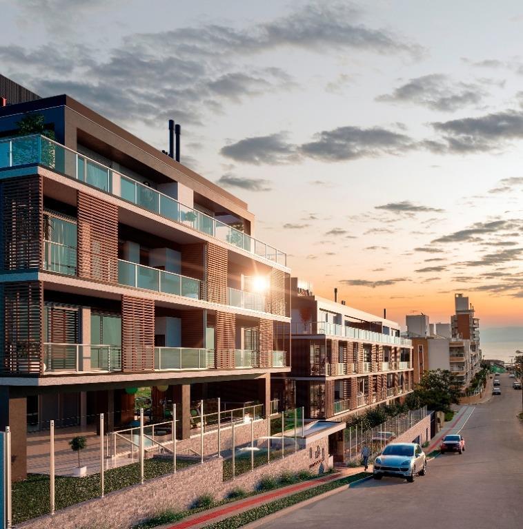 Villa Cascaes de 2 a 3 dormitórios em João Paulo, Florianópolis - SC