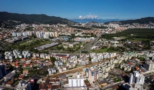 Maria Augusta Home de 2 a 3 dormitórios em Itacorubi, Florianópolis - SC