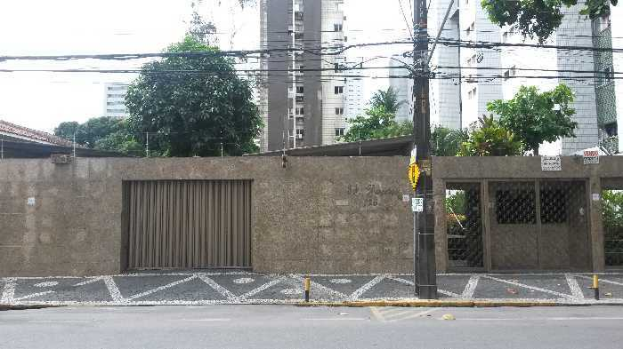 Oportunidade!! apartamento com 3qts a 300 m da praça de Casa Forte e o melhor metro quadrado da região