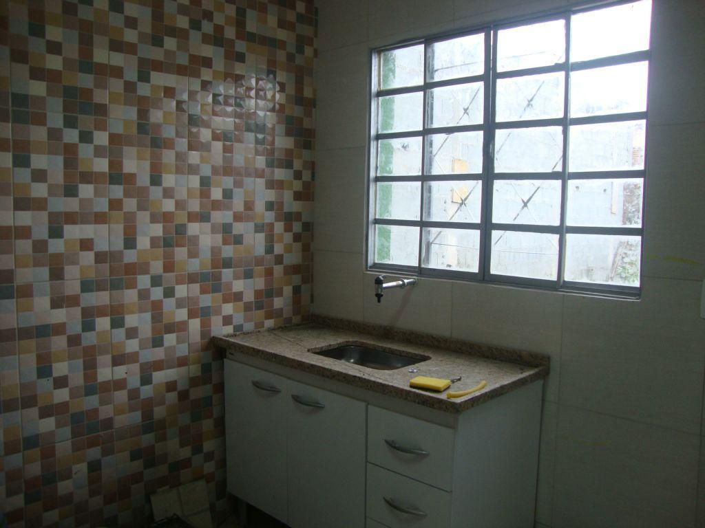 Sobrado com 2 dormitórios para alugar, 70 m² por R$ 900,00/mês - Carapicuíba - Carapicuíba/SP