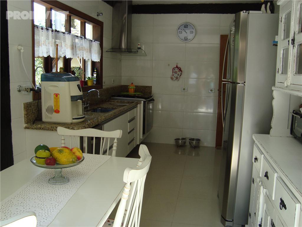 Casa de 3 dormitórios em Chácara Santa Lúcia, Carapicuíba - SP