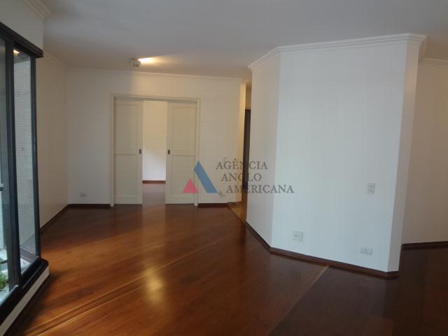apartamento reformado, em localização nobre, próximo do parque ibirapueraum por andar, edifício super tranquilo